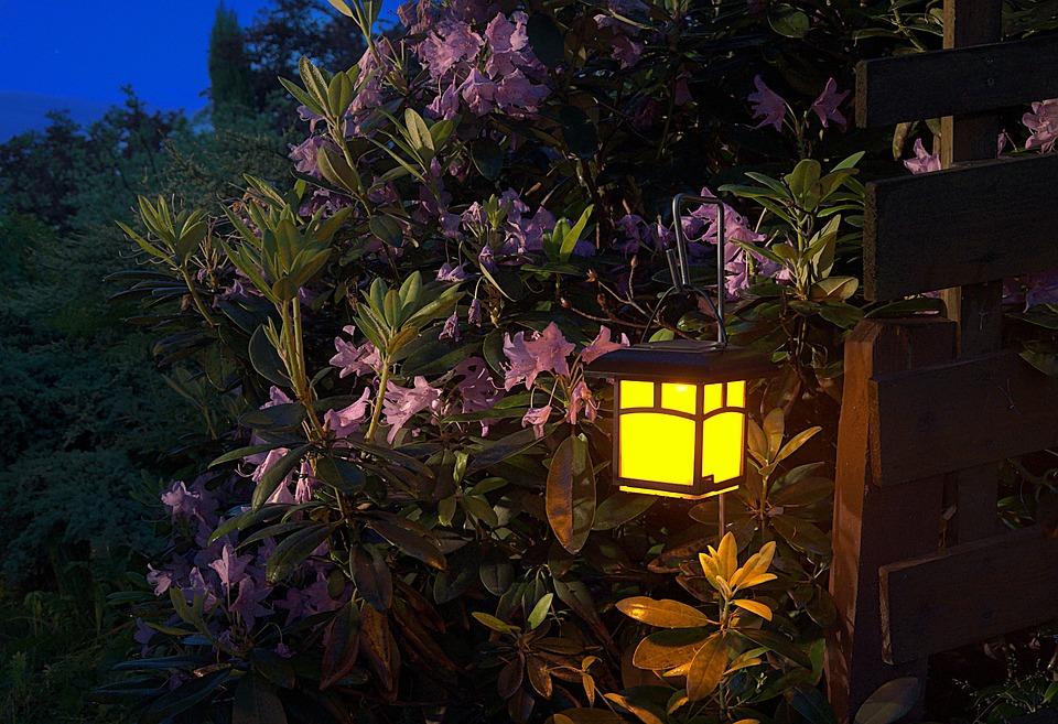 Závesný lampáš do záhrady